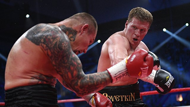 Александр Поветкин (Россия) и Андрей Руденко (Украина) в титульном поединке за титулы WBO International и WBA International. 1 июля 2017