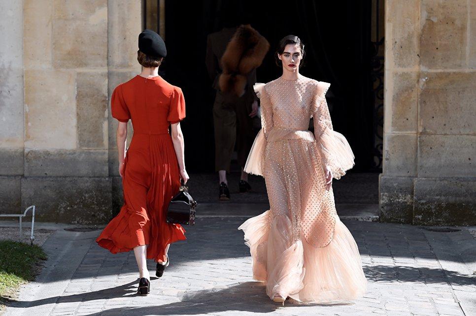 Показ коллекции Ульяны Сергеенко на Неделе высокой моды сезона осень/зима 2017-2018 в Париже
