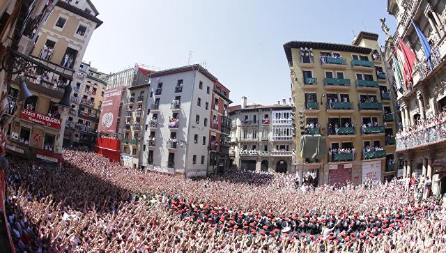 Памплона перед началом началом праздника Сан-Фермин 2017