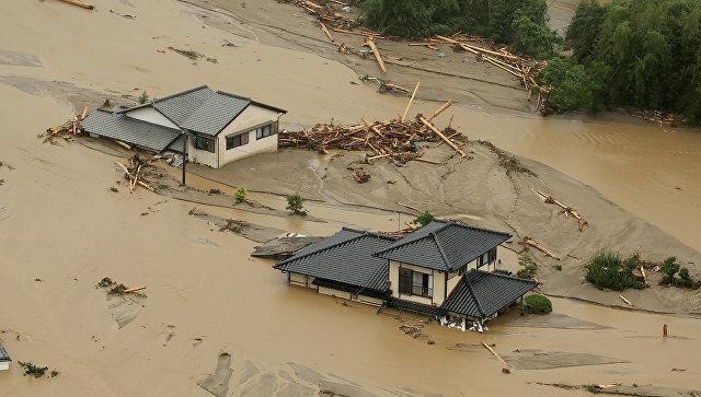 Наводнение, вызванное проливными дождями, в городе Асакура, Япония. 6 июля 2017