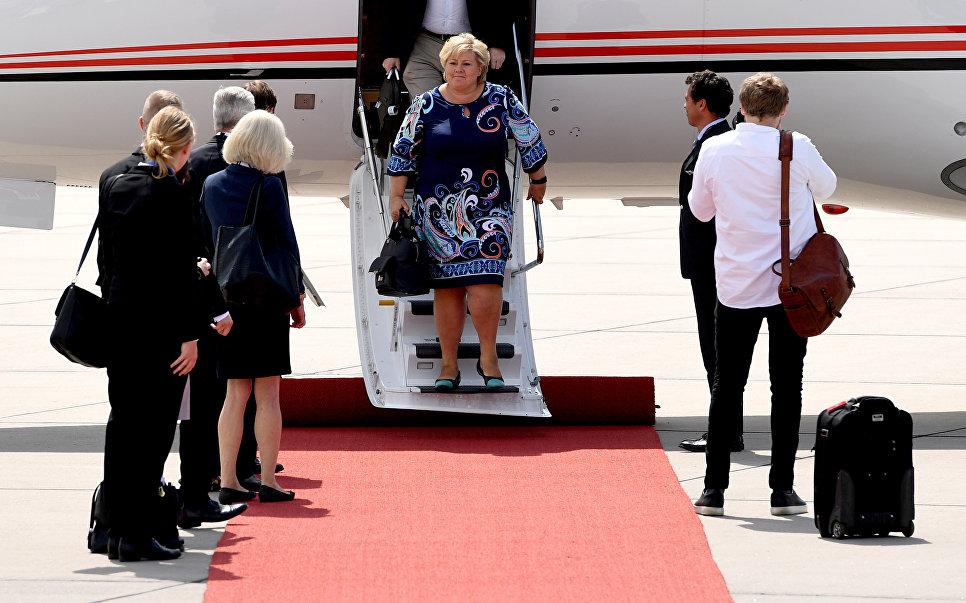 Премьер-министр Норвегии Эрна Сульберг в аэропорту Гамбурга