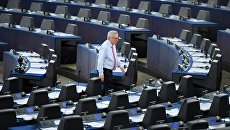 Председатель Еврокомиссии Жан-Клод Юнкер в зале заседаний Европейского парламента в Страсбурге, Франция. Архивное фото