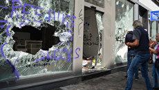 Разбитые витрины магазина после акций протеста в Гамбурге. Архивное фото