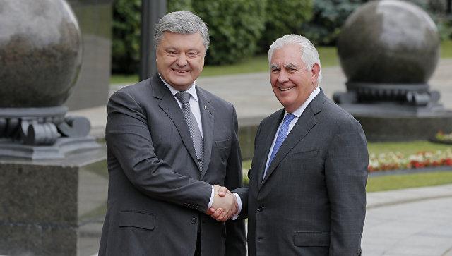 Президент украины Пётр Порошенко и госсекретарь США Рекс Тиллерсон. Архивное фото