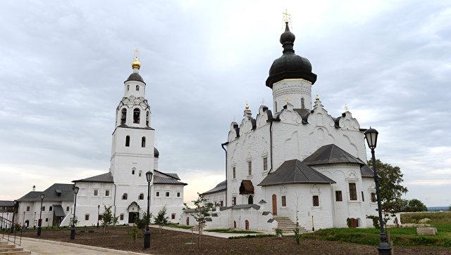 Вид на Свияжский Успенский Богородицкий мужской монастырь и Собор Успения Пресвятой Богородицы