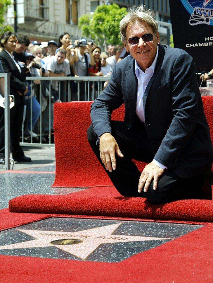 Американский актер Харрисон Форд во время закладки именной звезды на голливудской Аллее славы, 2003