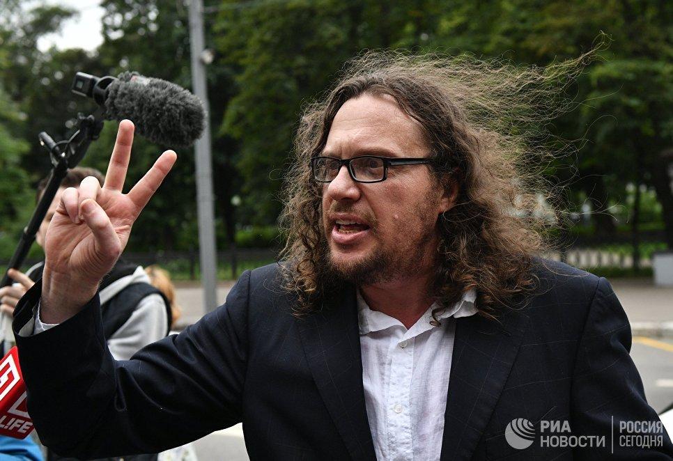 Бизнесмен Сергей Полонский у Пресненского суда Москвы после оглашения приговора. 12 июля 2017