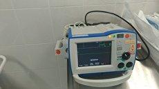 Современный дефибриллятор. Архивное фото