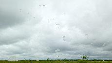 Десантирование на площадку приземления Кислово под Псковом. Архивное фото