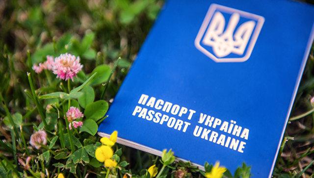Неменее трети украинцев фантазируют уехать заграницу