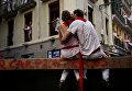 Молодые люди во время фестиваля Сен-Фермин в Памплоне
