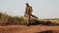 Ополченец ДНР на позиции у линии соприкосновения с ВСУ. Архивное фото