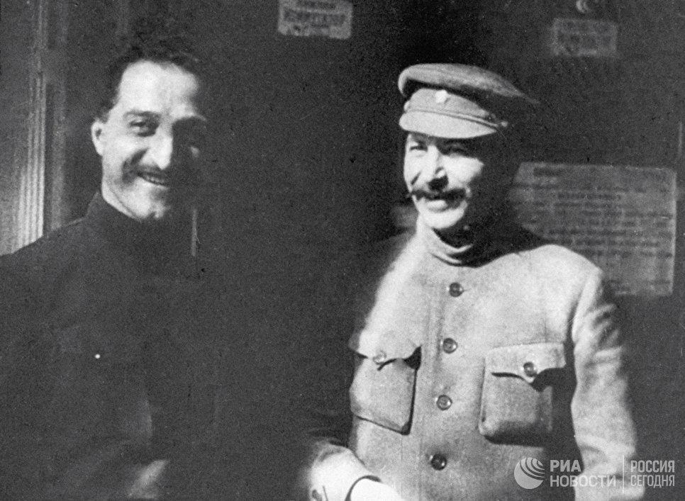 Иосиф Сталин и  Серго Орджоникидзе на XII съезде РКП(б). 1923 год