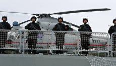 Военнослужащие фрегата Юньчэн военно-морских сил Китая, прибывший в порт Балтийска для участия в российско-китайских учениях Морское взаимодействие – 2017