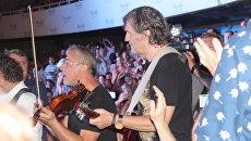 Эмир Кустурица во время концерта в Крыму