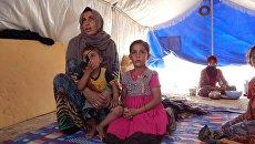 Люди в лагере для беженцев в Ираке. Архивное фото