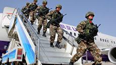 Сотрудники китайской военной полиции во время антитеррористических учений в Синьцзян-Уйгурском автономном районе Китая. 2017 год
