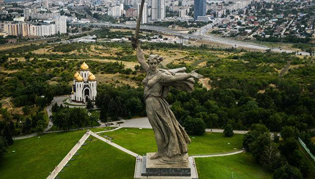 Монумент Родина-мать зовёт! на Мамаевом кургане в Волгограде. Архивное фото