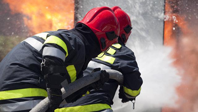 Пожарные работают на месте происшествия. Архивное фото