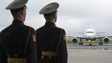 Ковчега с мощами святителя Николая Чудотворца на борту самолета в аэропорту Пулково. Архивное фото