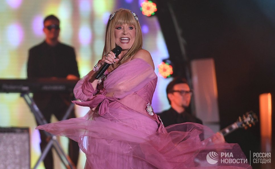 Певица Алла Пугачёва выступает на международном музыкальном фестивале ЖАРА в Баку