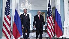 Министр иностранных дел РФ Сергей Лавров и Государственный секретарь США Рекс Тиллерсон во время встречи в Вашингтоне. 10 мая 2017