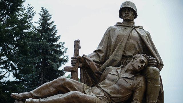 Польский славянский комитет требует не сносить памятники советским воинам