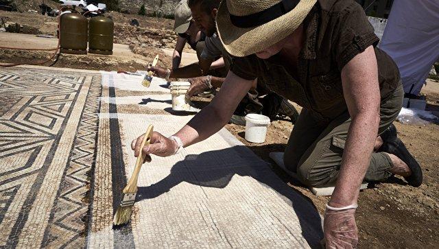 Древняя мозайка на месте раскопок на юго-востоке Франции недалеко от Вьен. 31 июля 2017