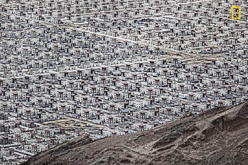 Работа фотографа Andrzej Bochenski Al Ain, получившая поощрительный приз в категории Города в фотоконкурсе 2017 National Geographic Travel Photographer of the Year