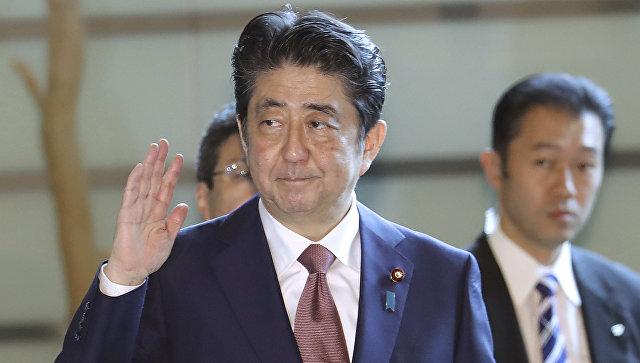 Премьер-министр Японии Синдзо Абэ в своей резиденции. 3 августа 2017
