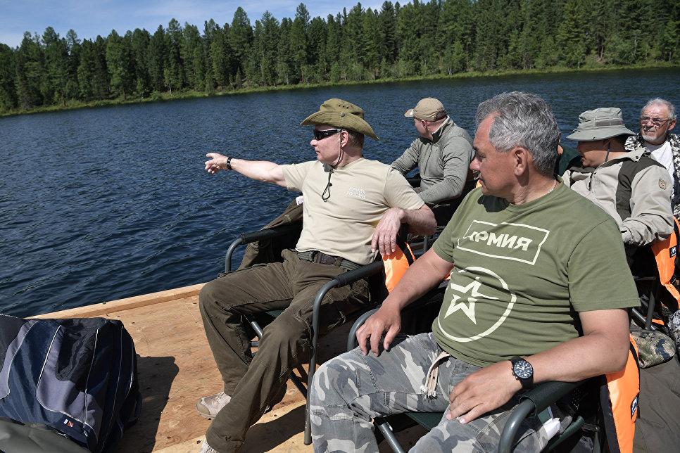 Западные СМИ прокомментировали фотографии В.Путина нарыбалке