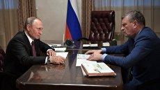Владимир Путин во время встречи с временно исполняющим обязанности губернатора Кировской области Игорем Васильевым. 5 августа 2017
