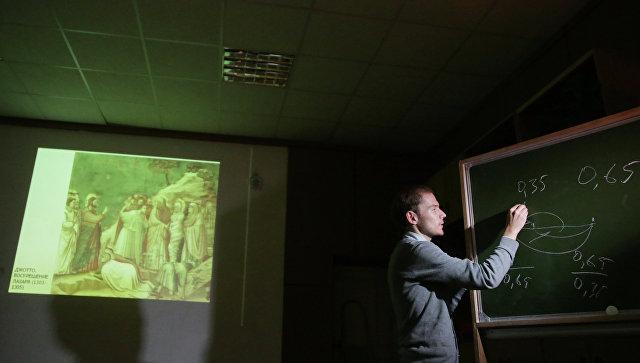 Победитель конкурса Учитель года 2012 Александр Демахин. Архивное фото