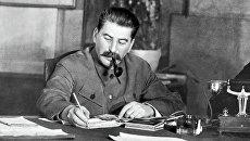 Генеральный секретарь ЦК ВКП (б) Иосиф Сталин в своем рабочем кабинете. Архивное фото