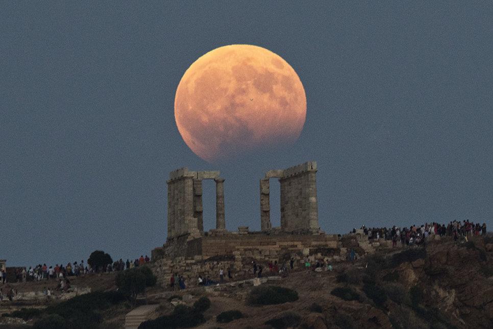 Частичное лунное затмение на мысе Сунион, Греция