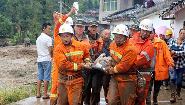 Шесть человек погибли вовремя оползней к КНР