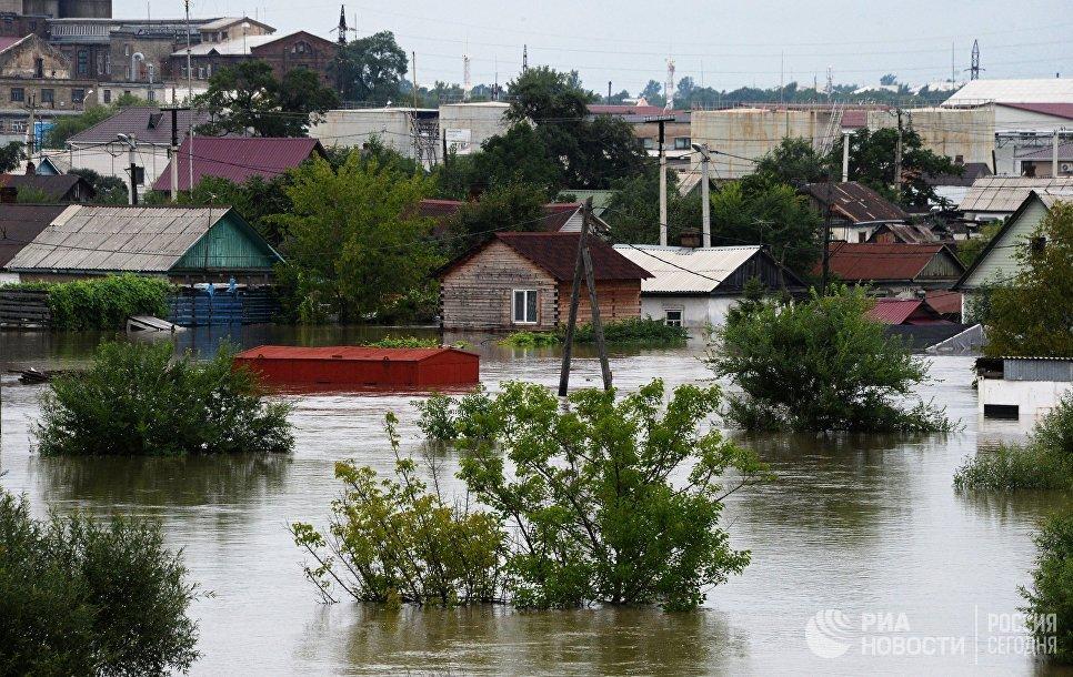 Здания, затопленные в результате наводнения, в Уссурийске