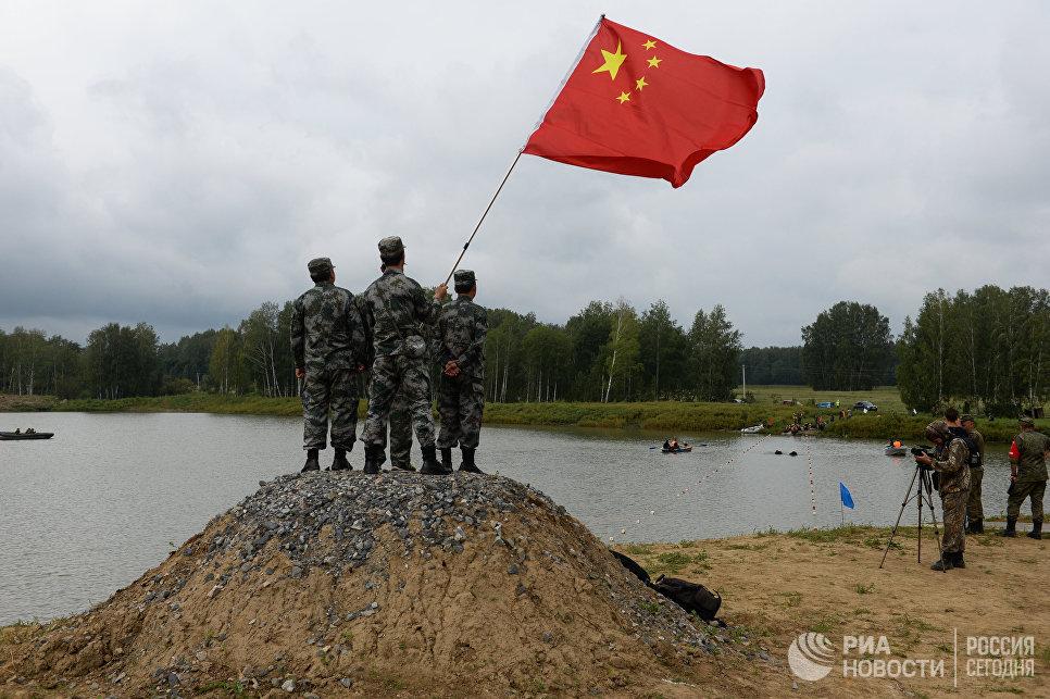 Военнослужащие вооруженных сил КНР во время пятого этапа Выход разведывательного соединения в район сбора после выполнения задачи на международном конкурсе Отличники войсковой разведки Международных армейских игр