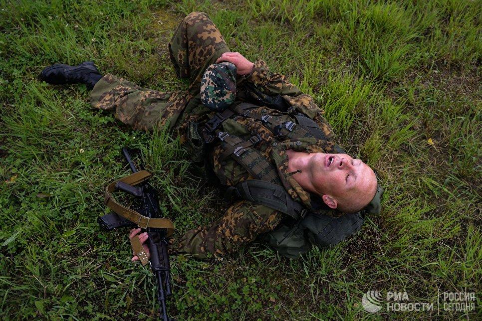 Военнослужащие вооруженных сил Белоруссии на финише пятого этапа Выход разведывательного соединения в район сбора после выполнения задачи на международном конкурсе Отличники войсковой разведки Международных армейских игр