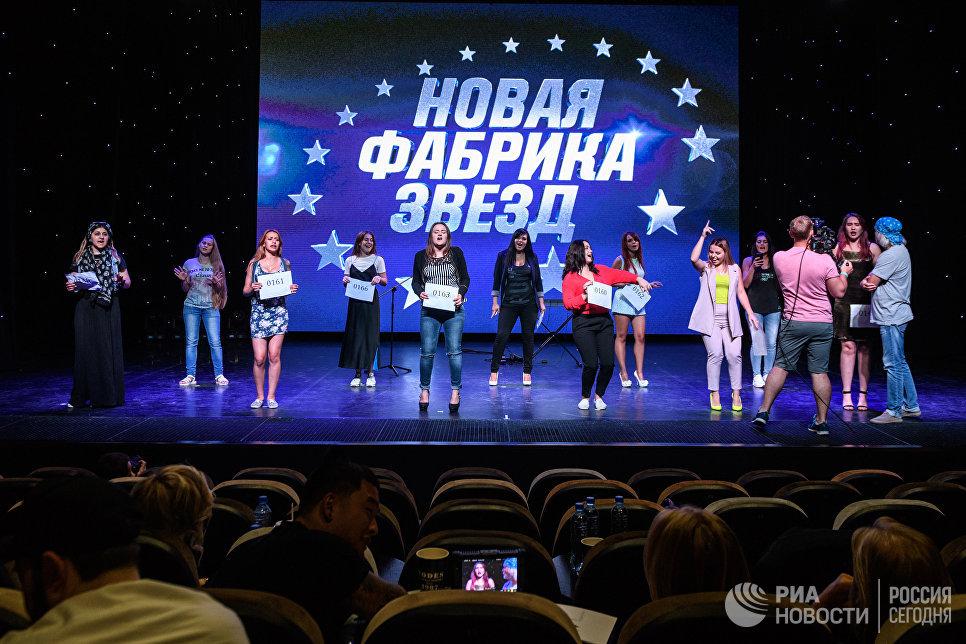 Участники во время кастинга Новой Фабрики звезд в Москве