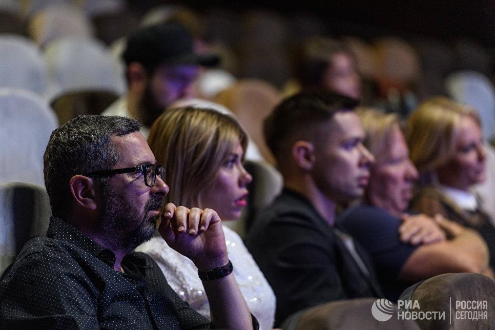 Участники группы Дискотека Авария Алексей Рыжов во время кастинга Новой Фабрики звезд в Москве