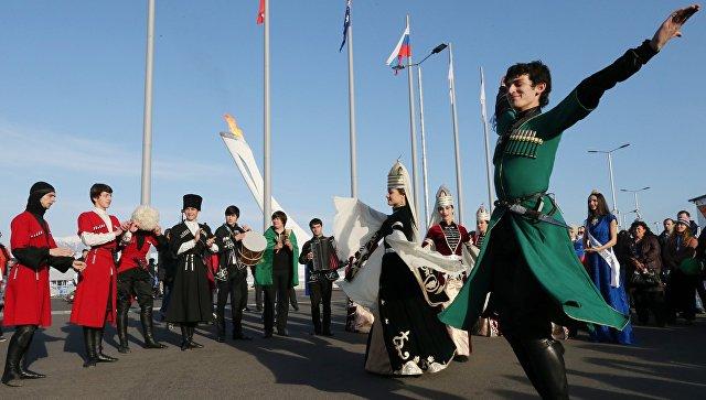Депутата Государственной думы возмутило задержание мужчин залезгинку вГеленджике