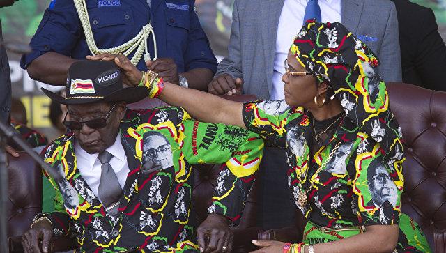 Президент Зимбабве 93-летний Роберт Мугабе и его супруга Грейс Мугабе