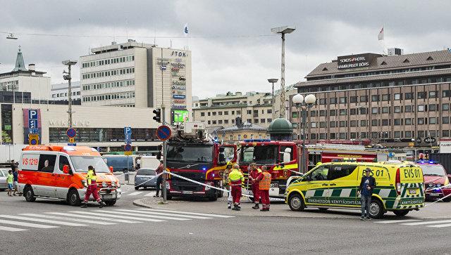 Спасатели на месте происшествия в городе Турку, Финляндия