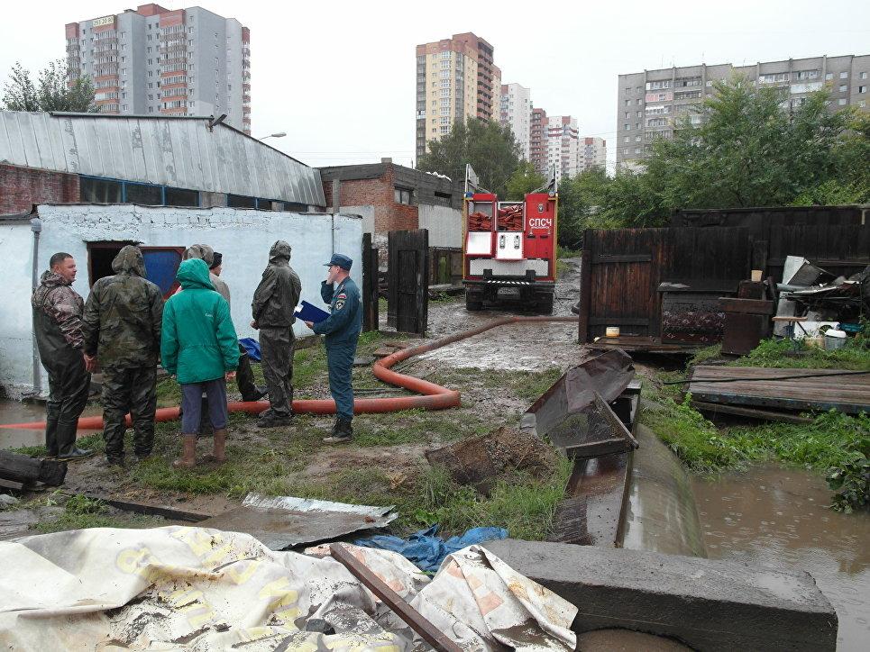 В Красноярске из-за затяжного ливневого дождя введен режим ЧС