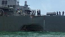 Эсминец ВМС США Джон Маккейн после столкновения с торговым судном. 21 августа 2017