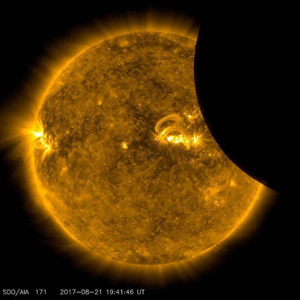 Луна, проходящая через солнце. 21 августа 2017