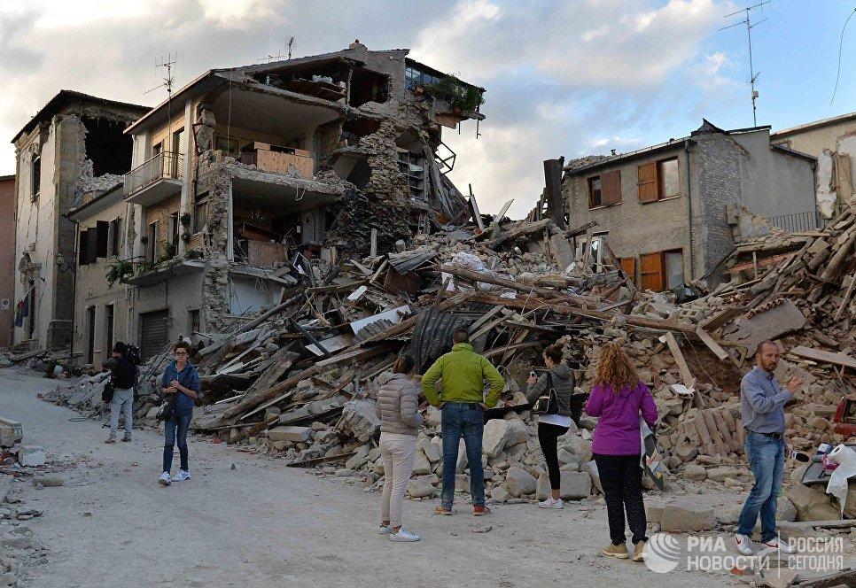 Дома в городе Аматриче, разрушенные в результате землетрясения, Италия