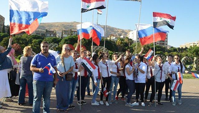 Празднование дня государственного флага РФ на площади Аль-Умауиин в Дамаске