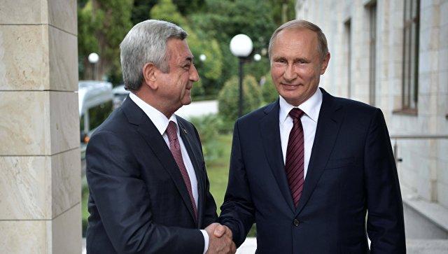 Президент РФ Владимир Путин и президент Армении Серж Саргсян во время встречи. Архивное фото